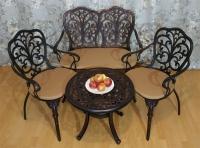 Комплект мебели Кружева. Стол кофейный, два кресла и диван.