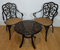 Комплект мебели Кружева. Стол кофейный и два кресла