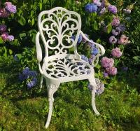 Кресло Кружева белое.