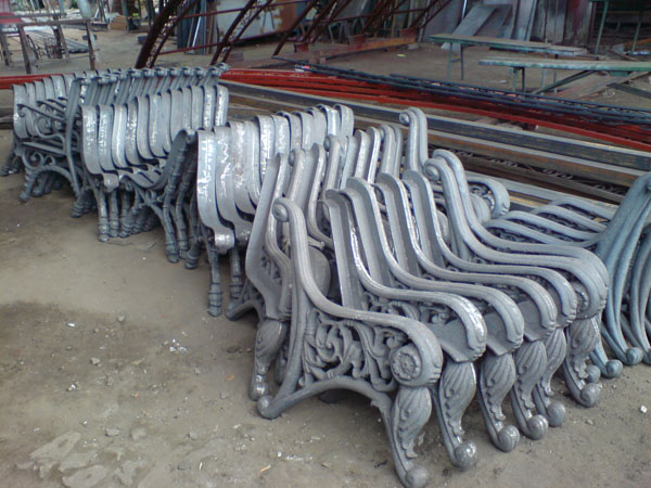 Фото Скамейка Городская чугунная, литые лавки во двор, скамейки производство картинки