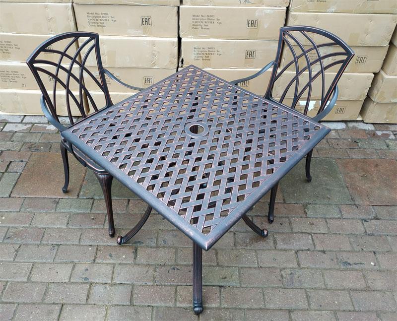 металлическая литая садовая мебель для дачи из алюминия. Чугунная мебель и кованые столы и стулья, мебель для кафе