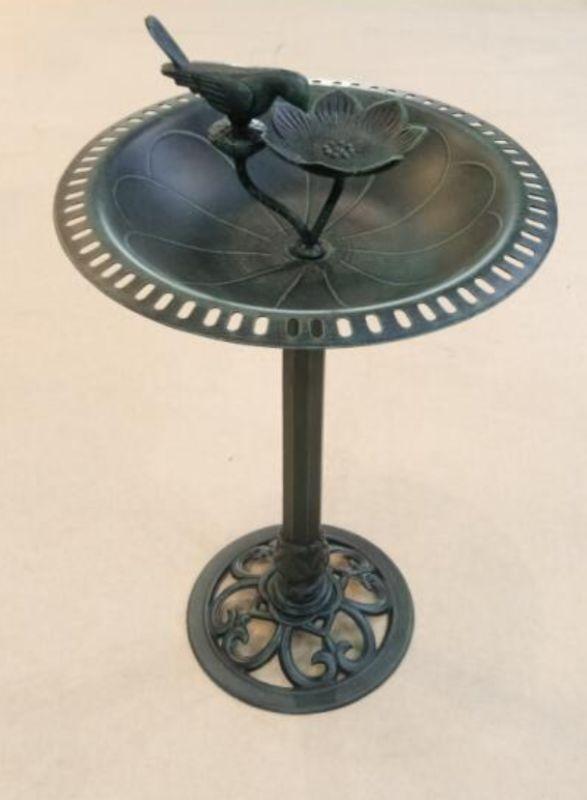 Кормушка для птиц садовая литая, чугунный декор поилка для птиц, вазон птичья кормушка литой из металла