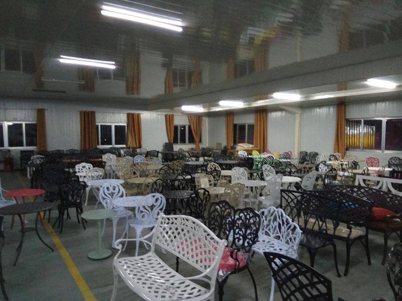 Литые диваны из чугуна и алюминия шезлонги и кресла в коттедж мебель для кафе и ресторанов